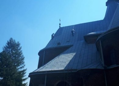 kosciol-wojkowice-malowanie-dachu-02