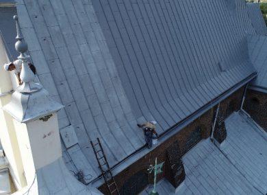 stromy dach kościoła duża powierzchnia do malowania