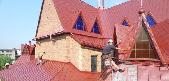 Malowanie dachów kościołów i hal fabrycznych